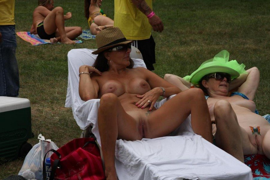 Amateurs At Nudes A Poppin