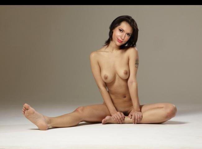 Celebrity Naked Pics Alyssa Milano