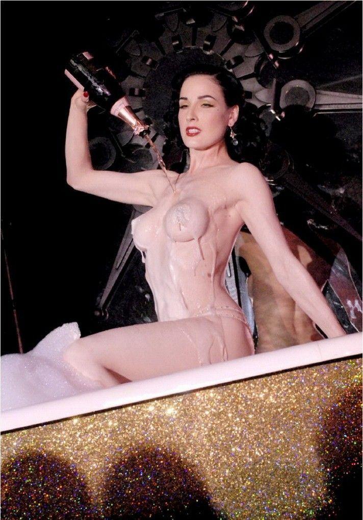 Dita Von Teese Nude Braless Pics