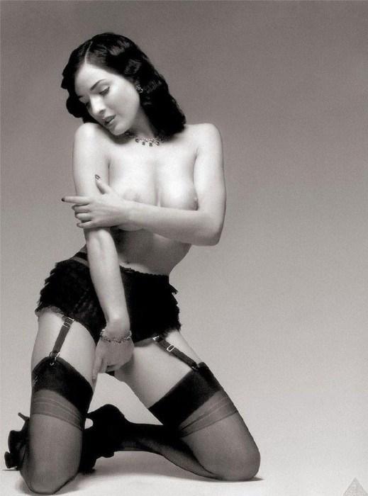Dita Von Teese Nude Posing Big Boobs