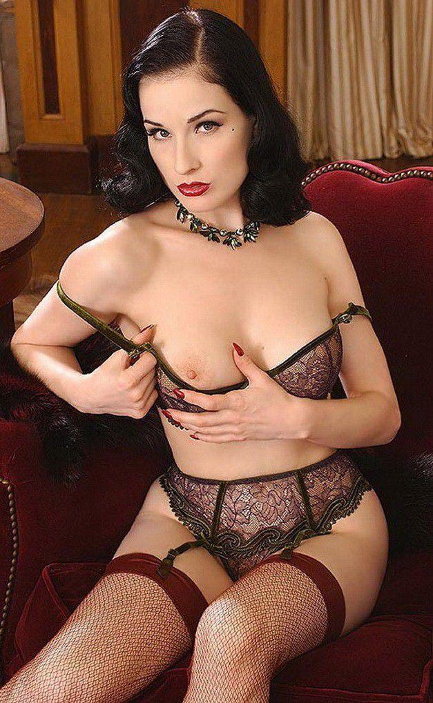 Dita Von Teese Strips Nude