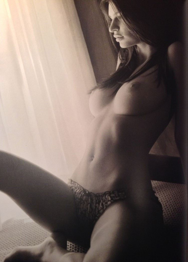Emily Ratajkowski Topless Nude Tits Sexy Panties