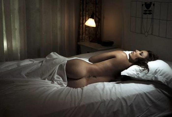 Eva Longoria Nude Posing In Bed