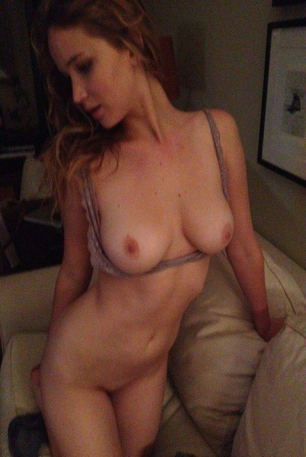 Jennifer Lawrence Nude Topless Leaked Photos