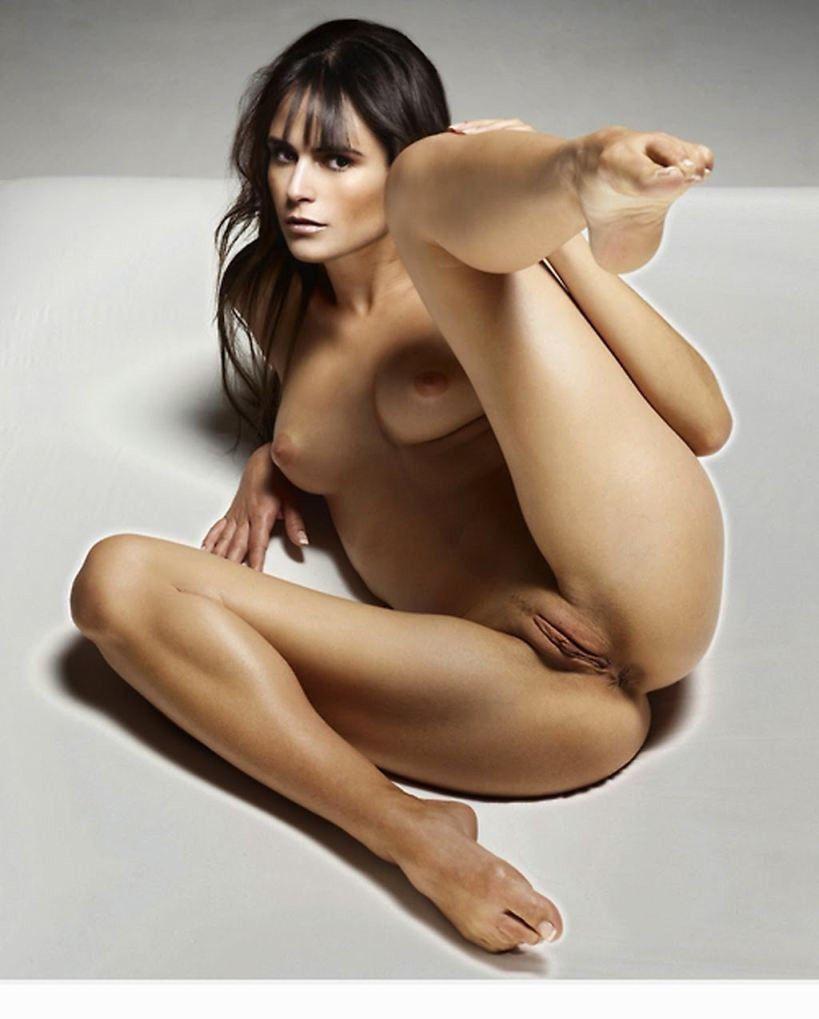 Jordana Brewster Nude Showing Pussy