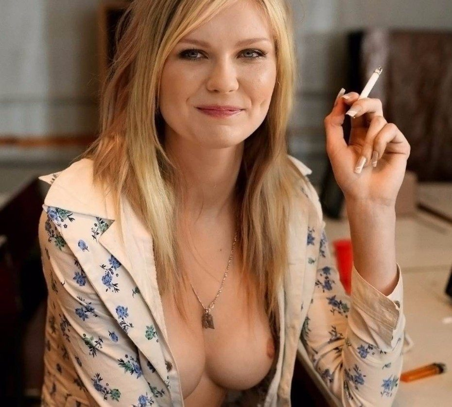 Kirsten Dunst Nude Tits Leaked Photo