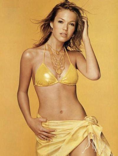 Mandy Moore Nude Bikini Pics