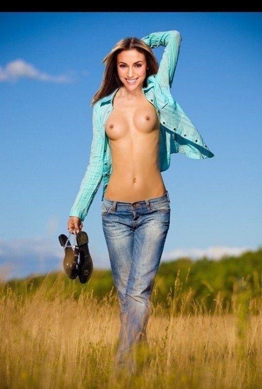 Naked Alyssa Milano