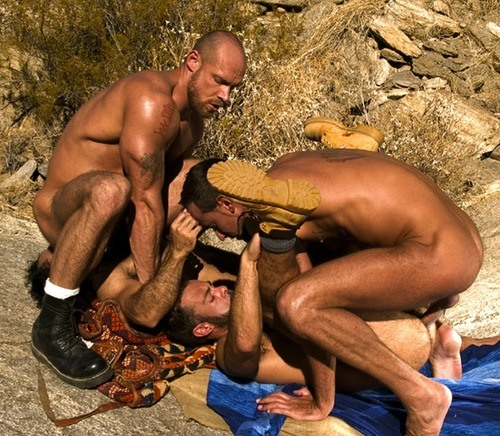 Britney spears nude sculpture
