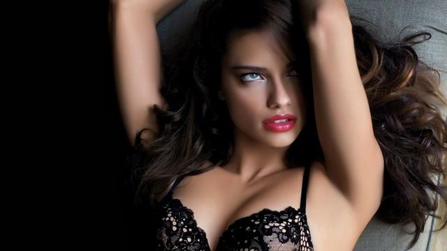 Adriana Lime Sexy Bikini