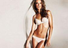 Alessandra Ambrosio In Sexy Bikini