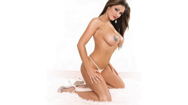 Beautiful Hot Sexy Babe Nude Lucy Pinder Nipples