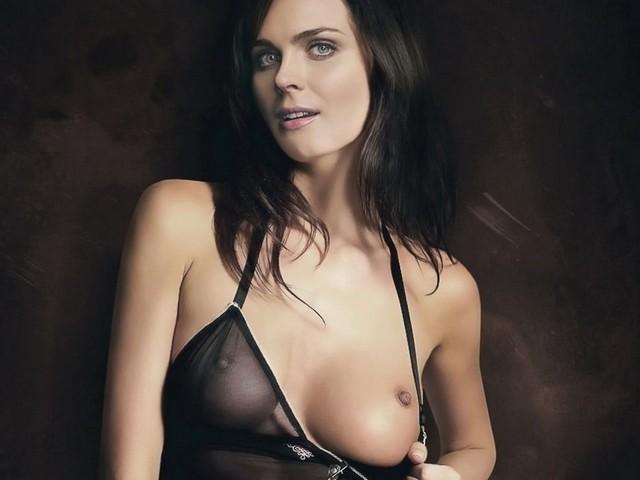 Bones Emily Deschanel Topless