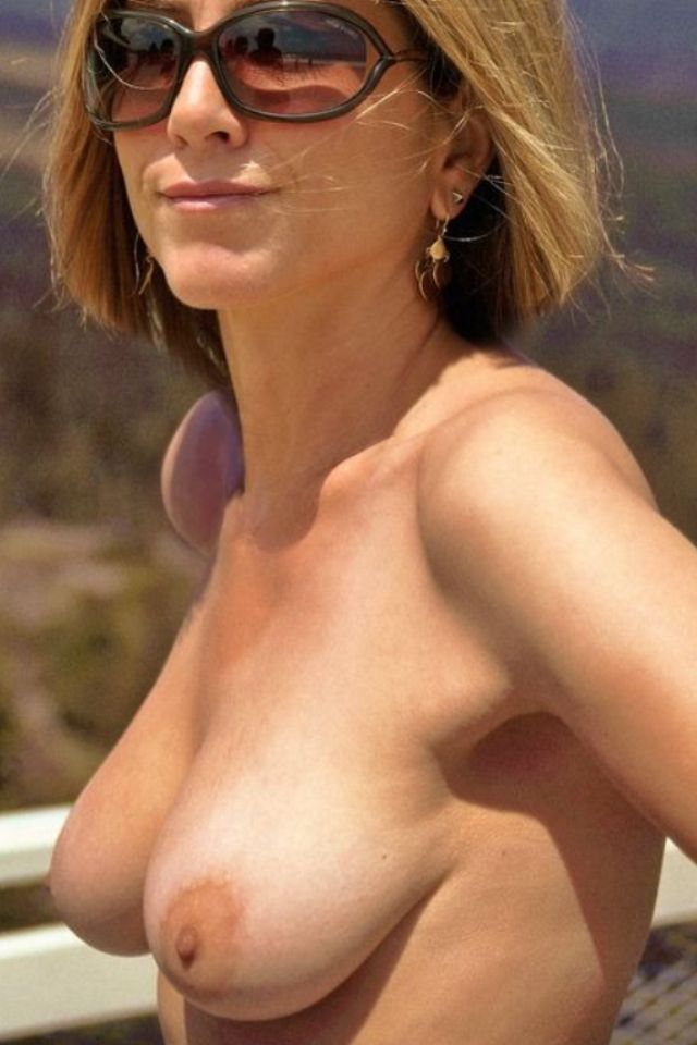 Jennifer Aniston Nude Saggy Tits