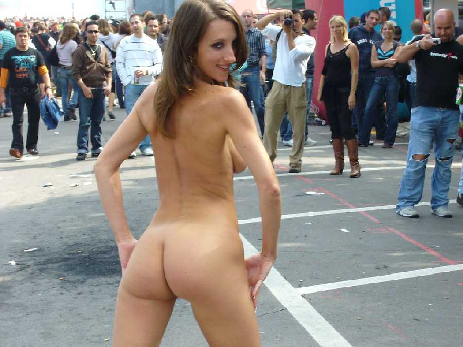 Big Ass Nude Teen In Public