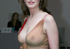 Actress Anne Hathaway Nade Naked Sexy Wallpapers
