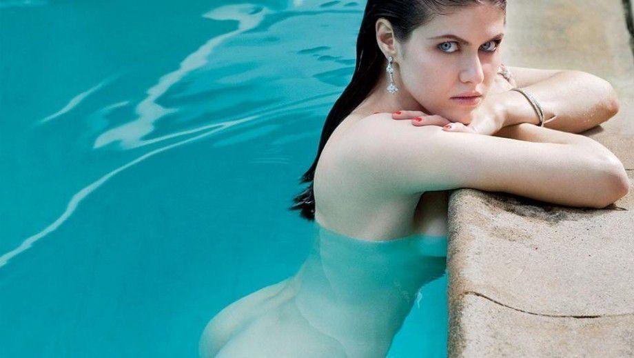 Alexandra Daddario Nude Sexy Images
