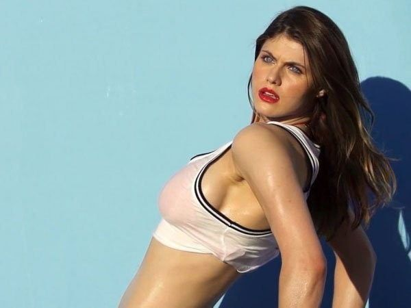 Alexandra Daddario Topless Sexy Picture