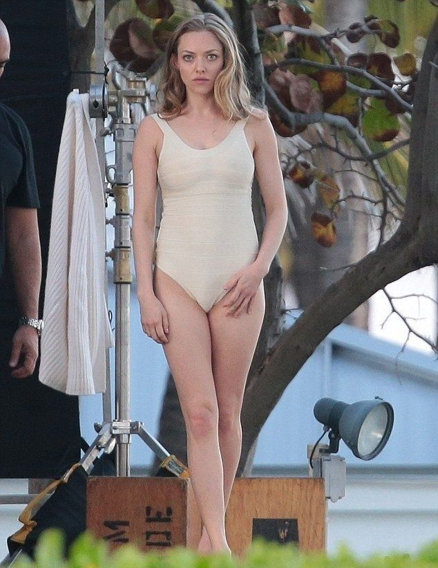 Amanda Seyfried Bikini Wallpapers