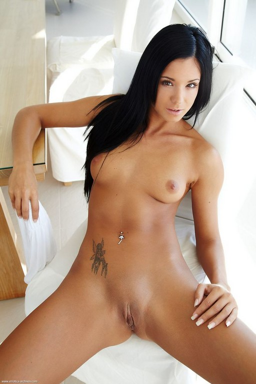 Beautiful Smooth Erotic Pussy On A Sexy Model