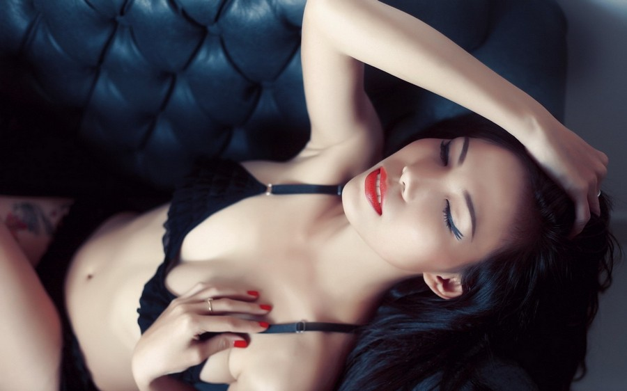Black Sofa Girl Asian Red Nails Bra Panties Leg Tattoo