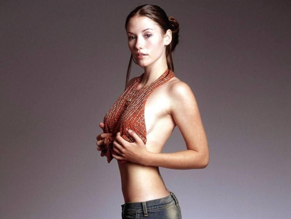 Chyler Leigh Sexy Actress Naked Pics Photos
