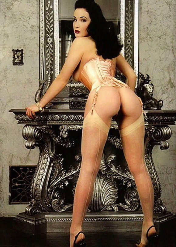 Dita Von Teese Nude Ass In Sexy Lingerie