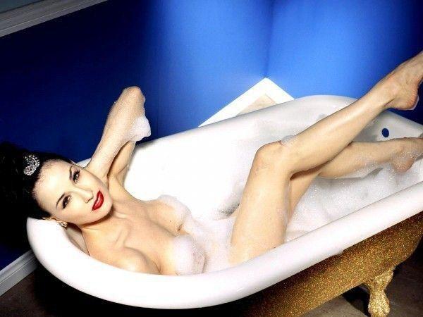 Dita Von Teese Nude Big Boobs Shower