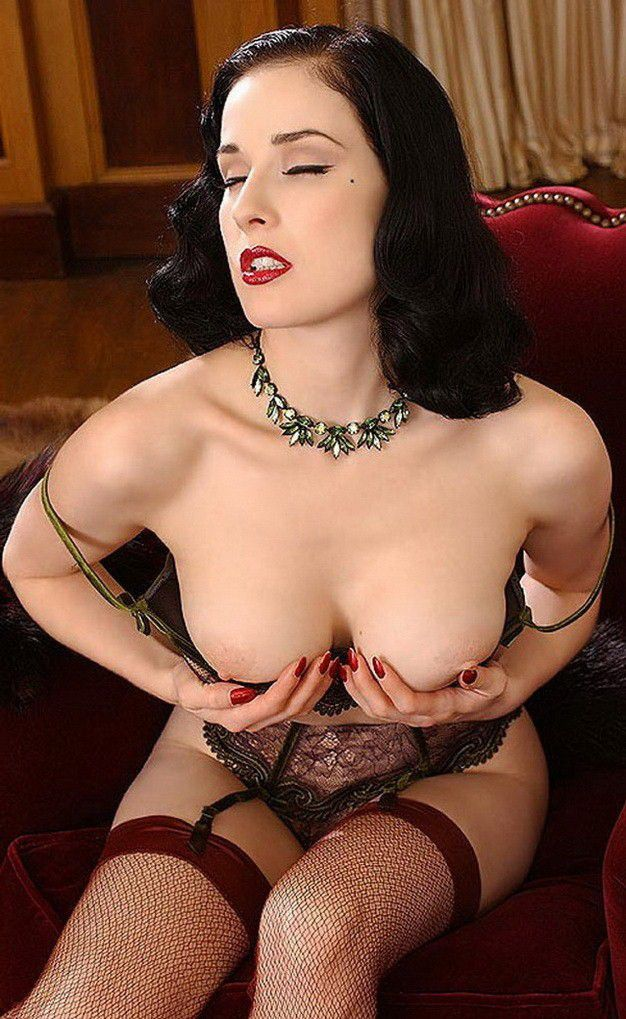 Dita Von Teese Nude Big Tits In Stockings