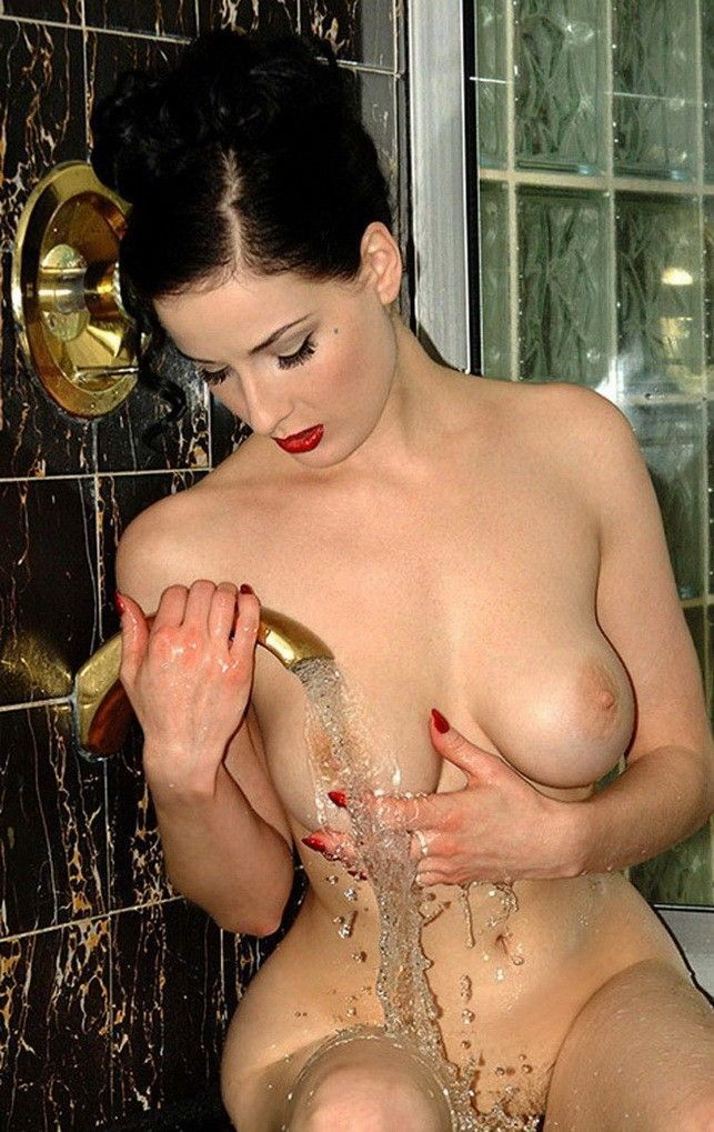 Dita Von Teese Nude Large Tits Wet Body