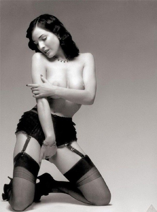 Dita Von Teese Nude Posing Big Boobs