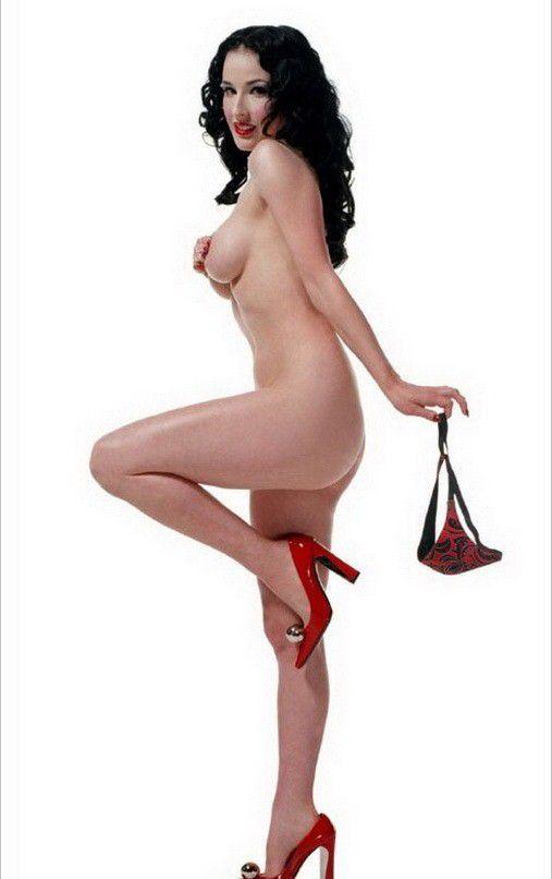 Dita Von Teese Nude Tits Posing Without Bra