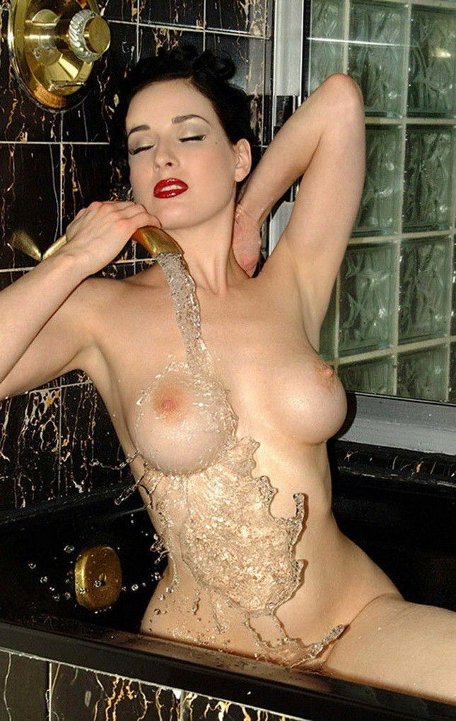 Dita Von Teese Nude Topless Big Boobs Photos