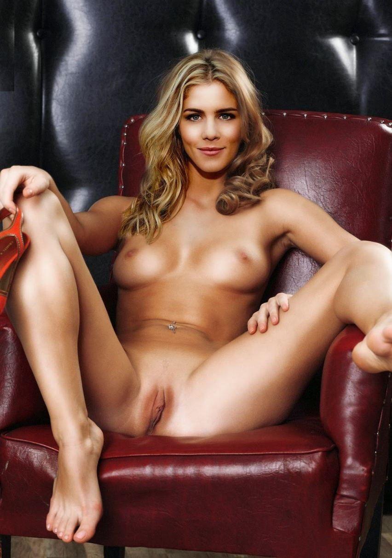 Emily Bett Rickards Nude With Small Boobs Pussy Photos
