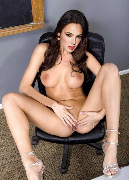 Gal Gadot Nude Tits Rubs Pussy Photos