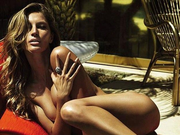 Gisele Bundchen Nude Topless By The Pool
