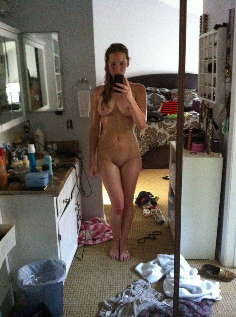 Jennifer Lawrence Nude Selfie Boobs Photos