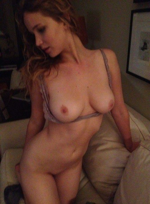 Jennifer Lawrence Nude Tits Photos
