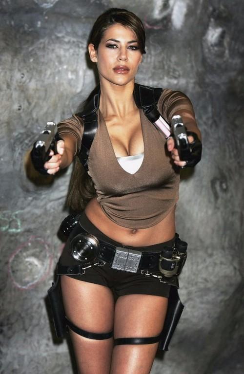 Karima Adebibe Lara Croft