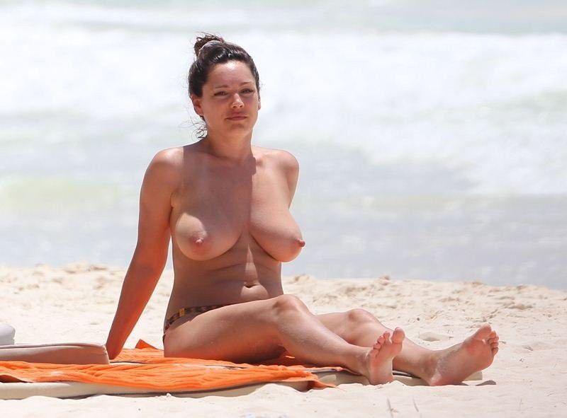 Kelly Brook Huge Breasts Nude Topless