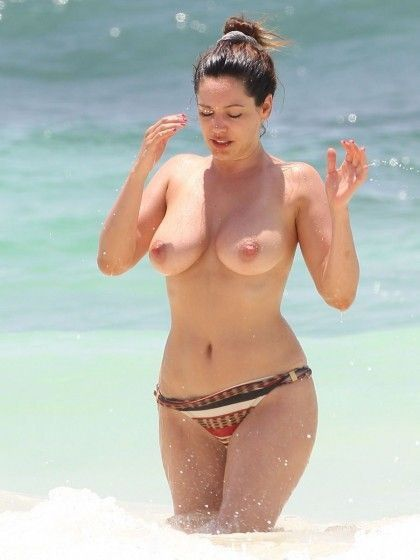 Kelly Brook Topless Naked Boobs