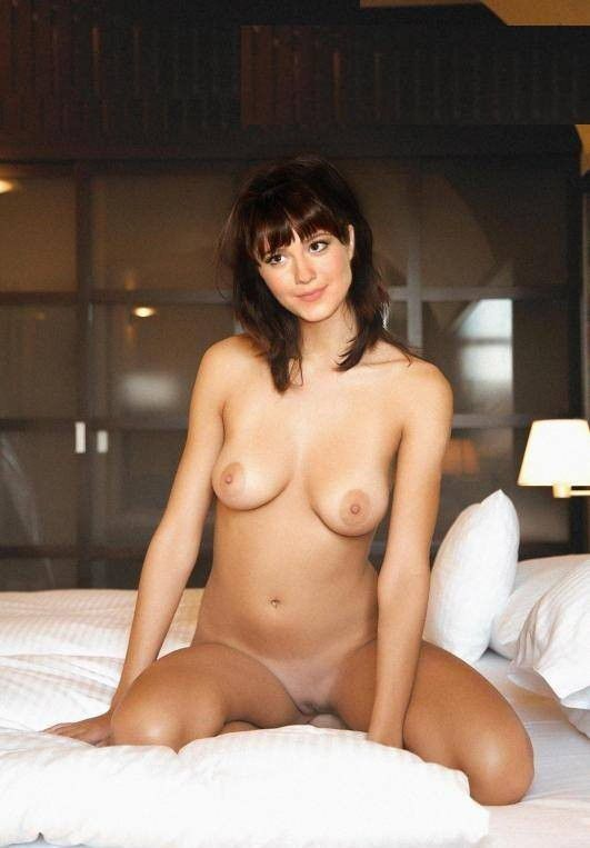Mary Elizabeth Winstead Nude Topless Images