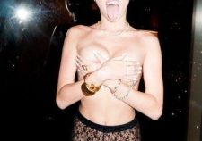Miley Cyrus Naked Topless Boobs