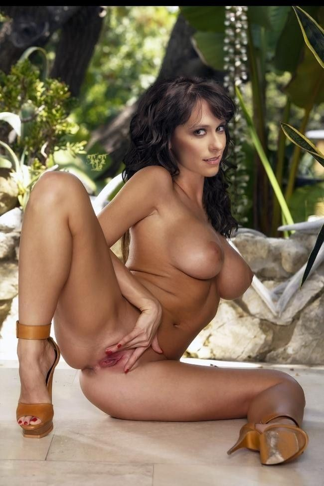 Naked Celebrities Jennifer Love Hewitt