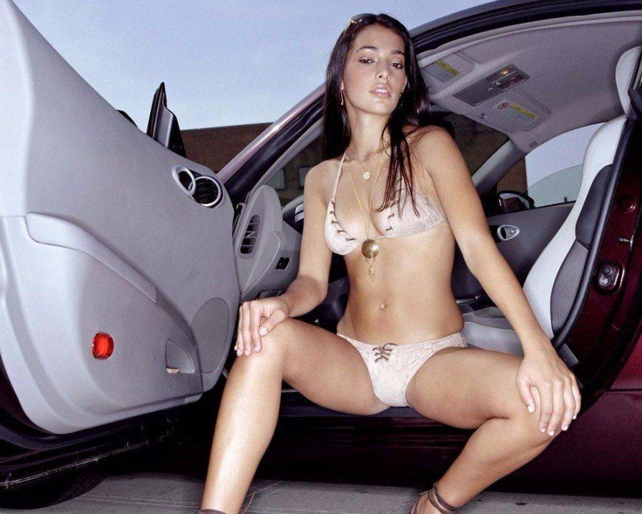 Natalie Martinez Sexy Model Bikini Nude Photos
