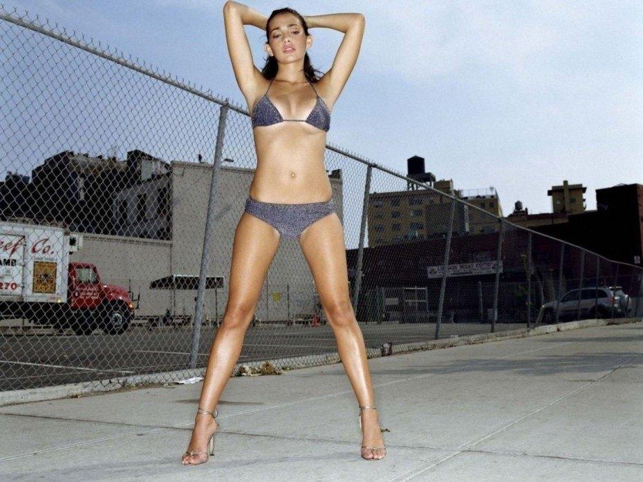 Natalie Martinez Sexy Model Porn Bikini Images
