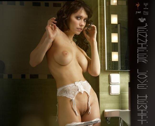 Nude Celebs Jennifer Love Hewitt