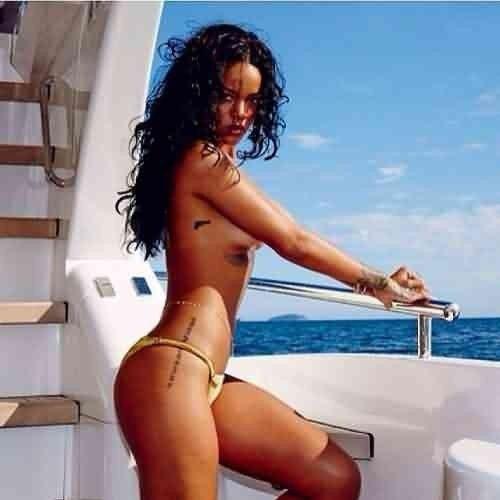 Rihanna Nude Posing On The Yacht
