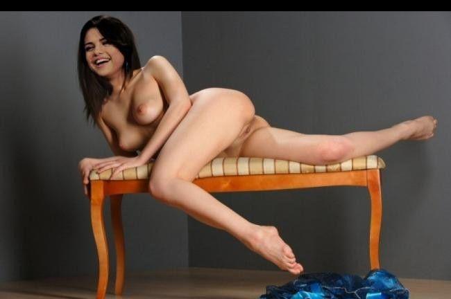 Selena Gomez Nude Posing Sexy Topless