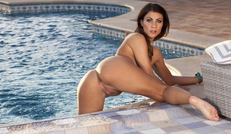 Youpron Wet Labia Pool Water Hair Spreading Bending Water Legs Legs